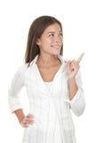 Mulher que aponta e que olha ao lado Imagens de Stock Royalty Free
