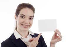 Mulher que aponta o cartão Fotos de Stock Royalty Free