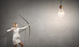 Mulher que aponta seu objetivo Imagem de Stock
