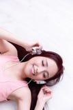 Mulher que aprecia a música Foto de Stock