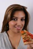 Mulher que aprecia a pizza imagens de stock royalty free