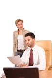 mulher que apresenta o relatório ao homem de negócios foto de stock royalty free