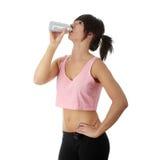 Mulher que bebe do água-frasco fotos de stock