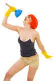 Mulher que canta ao limpar Fotografia de Stock Royalty Free