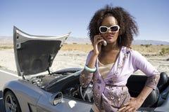 Mulher que chama para a ajuda Fotos de Stock Royalty Free