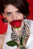 Mulher que cheira Rosa Imagem de Stock