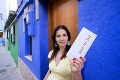 Mulher que começ o correio Foto de Stock