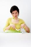 Mulher que come seu pequeno almoço Imagem de Stock