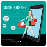Mulher que compra em linha através do smartphone, compra em linha Foto de Stock