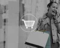 Mulher que compra fora conceito do estilo de vida da loja Fotos de Stock Royalty Free