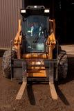 Mulher que conduz o Forklift Imagens de Stock Royalty Free