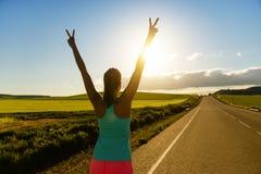 Mulher que consegue sucesso e objetivos running Fotografia de Stock Royalty Free