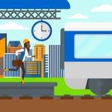 Mulher que corre ao longo da plataforma Imagem de Stock