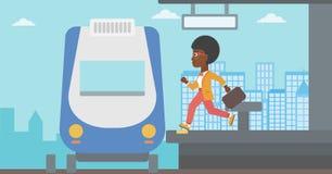 Mulher que corre ao longo da plataforma Imagens de Stock