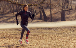 Mulher que corre na manhã Foto de Stock