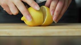 Mulher que corta o limão filme