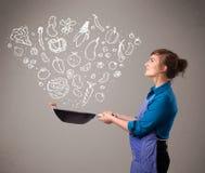 Mulher que cozinha vegetais Imagem de Stock Royalty Free