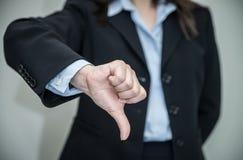 Mulher que dá os polegares acima Imagens de Stock