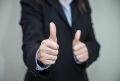 Mulher que dá os polegares acima Imagem de Stock Royalty Free