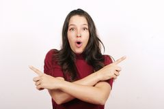 Mulher que dá sinais ambíguos imagens de stock royalty free