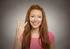 Mulher que dá um gesto de três dedos imagens de stock royalty free