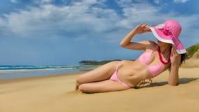 Mulher que desgasta o biquini cor-de-rosa Imagem de Stock Royalty Free