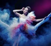 Mulher que desgasta o vestido lindo Imagens de Stock Royalty Free