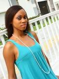 Mulher que desgasta um vestido azul Imagens de Stock Royalty Free