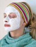 Mulher que desgasta uma máscara protectora Fotografia de Stock Royalty Free