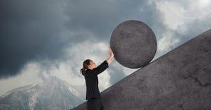 Mulher que empurra o rolamento em volta da rocha ilustração royalty free