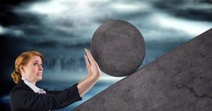 Mulher que empurra o rolamento em volta da rocha ilustração stock