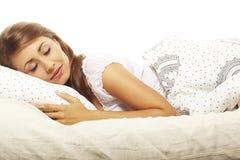 Mulher que encontra-se na cama Imagem de Stock