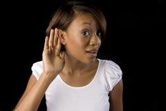 Mulher que escuta imagem de stock