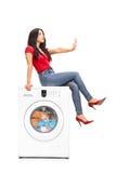 Mulher que espera a máquina de lavar para terminar foto de stock royalty free