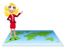 Mulher que está no mapa Fotografia de Stock Royalty Free