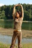 Mulher que estica no parque Fotografia de Stock Royalty Free