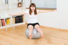 A mulher que exercita Imagem de Stock Royalty Free