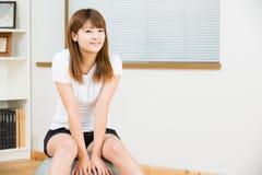 A mulher que exercita Fotografia de Stock