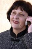 Mulher que fala no telefone Imagem de Stock