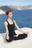 Mulher que faz a ioga Foto de Stock