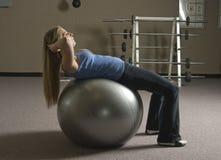 Mulher que faz o exercício Foto de Stock Royalty Free