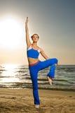 Mulher que faz o exercício da aptidão Imagem de Stock Royalty Free