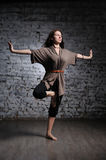 Mulher que faz o exercício da ioga Foto de Stock Royalty Free