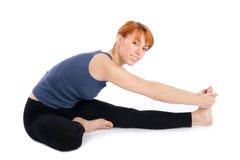 Mulher que faz o exercício da ioga fotografia de stock royalty free