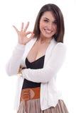 Mulher que faz o sinal aprovado fotos de stock royalty free