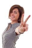 Mulher que faz o sinal da vitória imagens de stock