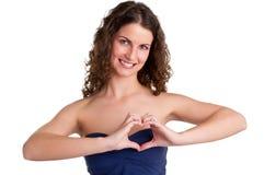Mulher que faz o símbolo do coração Fotografia de Stock