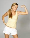Mulher que faz um músculo fotografia de stock royalty free