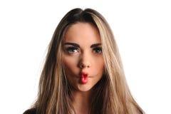 Mulher que faz uma face engraçada Fotografia de Stock