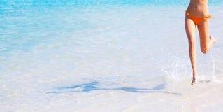 Mulher que funciona na água Fotos de Stock